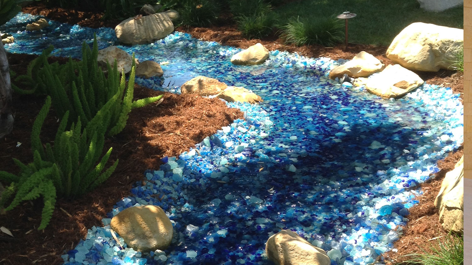 picture of landscape glass in color Bahama Blend