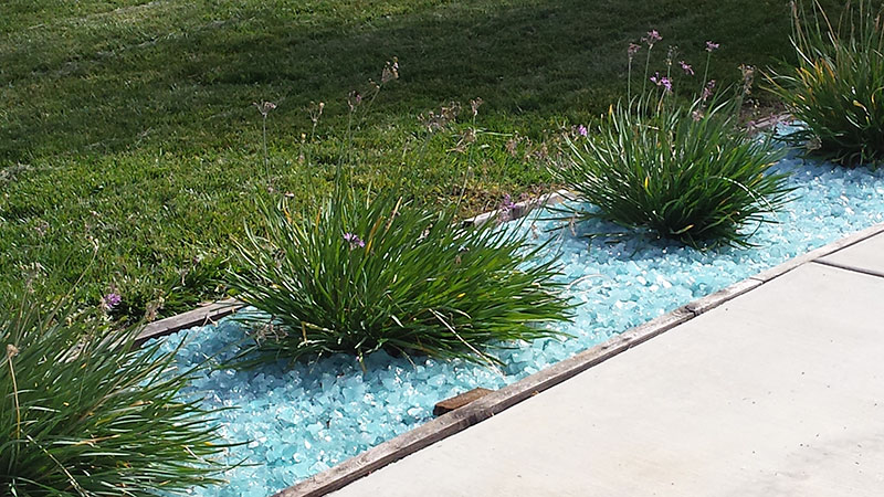 using-glass-landscape-rocks